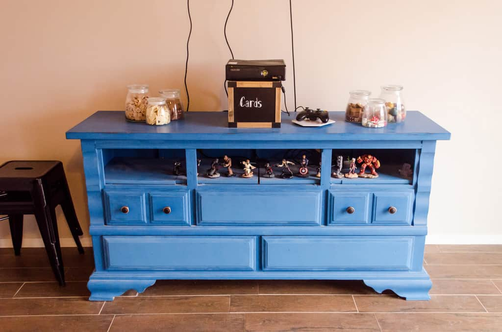 How do you decorate your home on a tight budget? Furniture doesn't have to be expensive to make your home warm and inviting to your family. Home Decor | Furniture Construction | Repurposing Furniture